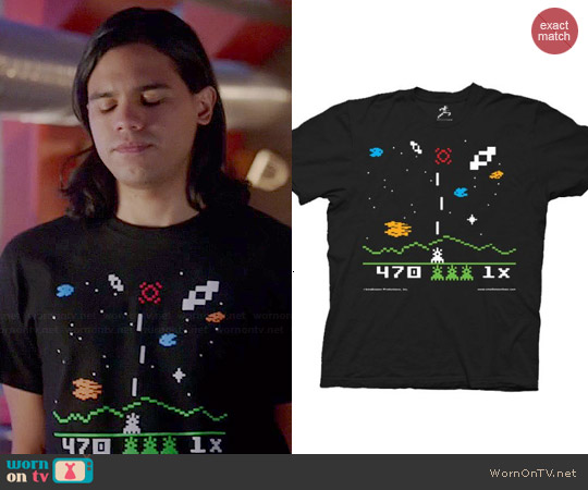Astrosmash T-shirt worn by Carlos Vadles on The Flash