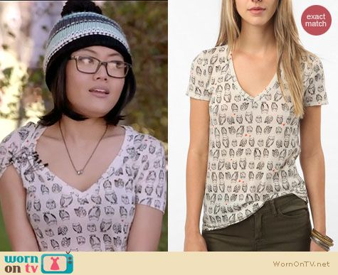 Awkward Fashion: BDG Owl print v-neck tee at Urban Outfitters worn by Jessica Lu