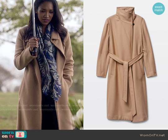Babaton Jacoby Coat in Constant Camel worn by Candice Patton on The Flash