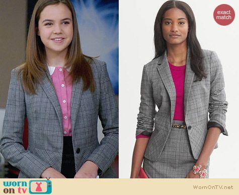 Banana Republic Plaid Lightweight Blazer worn by Bailee Madison on Trophy Wife