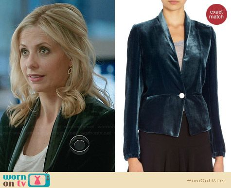 Band Of Outsiders Velvet Blazer worn by Sarah Michelle Gellar on The Crazy Ones