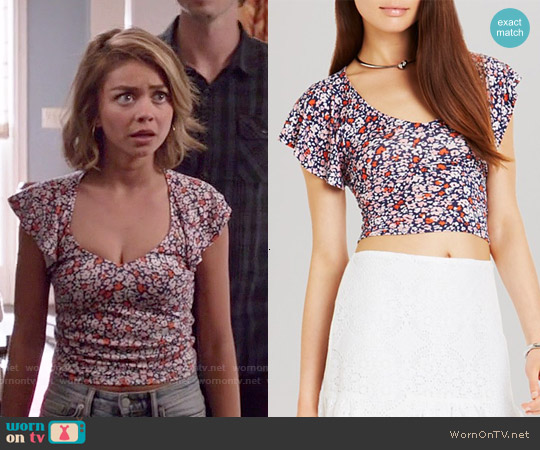 Bcbgeneration Ruffle Sleeve Crop Top worn by Sarah Hyland on Modern Family