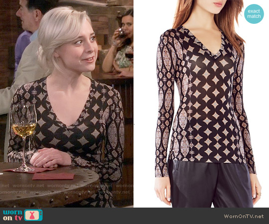 Wornontv Claire S Printed Long Sleeve Top On The Big Bang