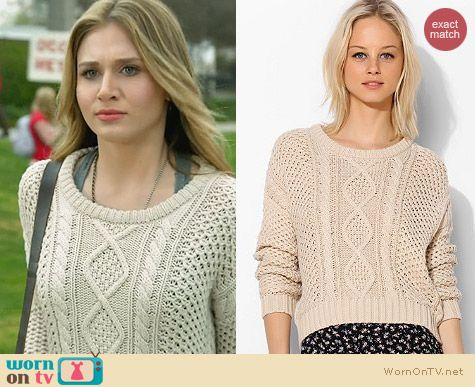 BDG Cable Knit Cropped Sweater worn by Rita Volk on Faking It