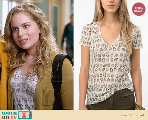BDG Printed V-Neck Tee in Owl Print worn by Allie Grant on Suburgatory