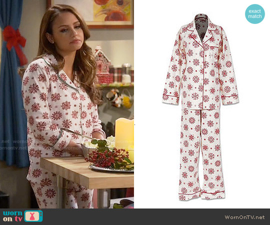 BedHead Snowflake Print Pajamas worn by Aimee Carrero on Young & Hungry