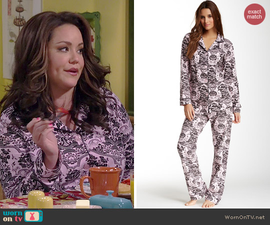 BedHead Shinto Garden Pink Pajamas worn by Katy Mixon on Mike & Molly