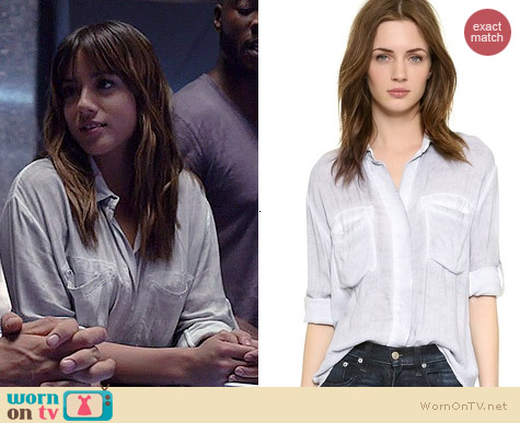 Bella Dahl Split Back Button-down worn by Chloe Bennett on Agents of SHIELD