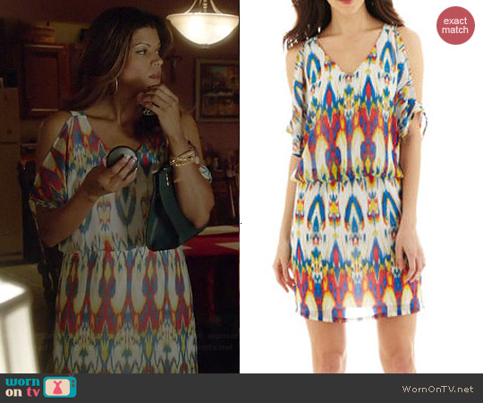 Bisou Bisou Open Shoulder Blouson Dress worn by Andrea Navedo on Jane the Virgin