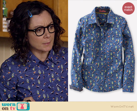 Boden Blue Jay Autumn Birds Shirt worn by Sara Gilbert on Bad Teacher