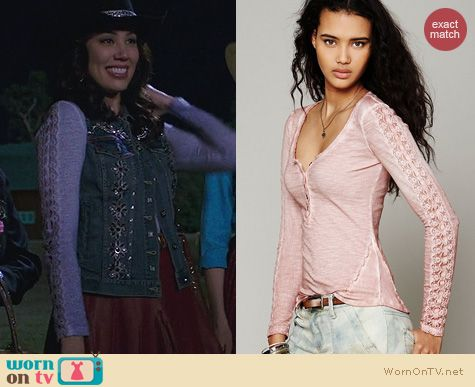 Bones Fashion: Free People Shell Stitch Henley worn by Michaela Conlin