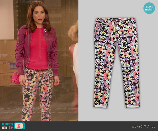 Bongo Jeans Floral Skinnies worn by Kimmy Schmidt on Unbreakable Kimmy Schmidt