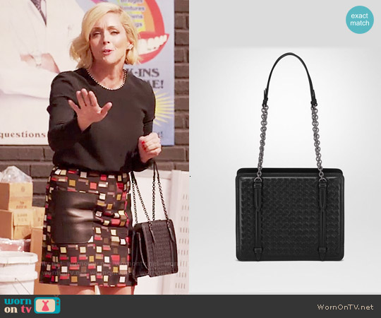 Bottega Veneta Shoulder Bag in Nero Intrecciato Nappa worn by Jane Krakowski on Unbreakable Kimmy Schmidt