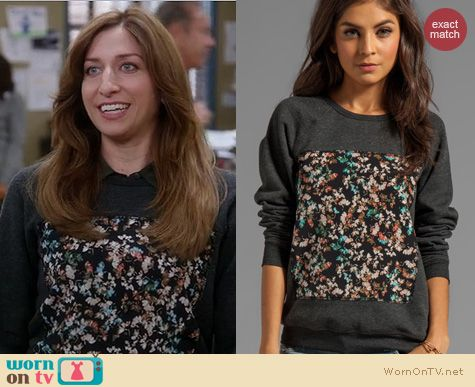 Brooklyn 99 Fashion: Patterson J Kincaid Piscies Pullover worn by Chelsea Peretti