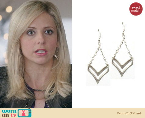 Brooklyn Designs Sloan Chevron Earrings worn by Sarah Michelle Gellar on The Crazy Ones