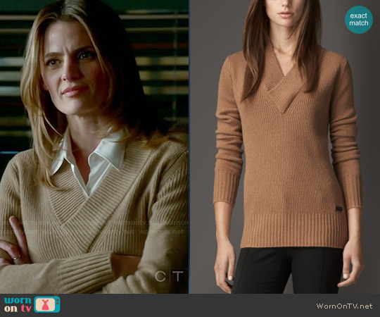 Burberry Ribbed Cashmere V-neck Sweater worn by Stana Katic on Castle