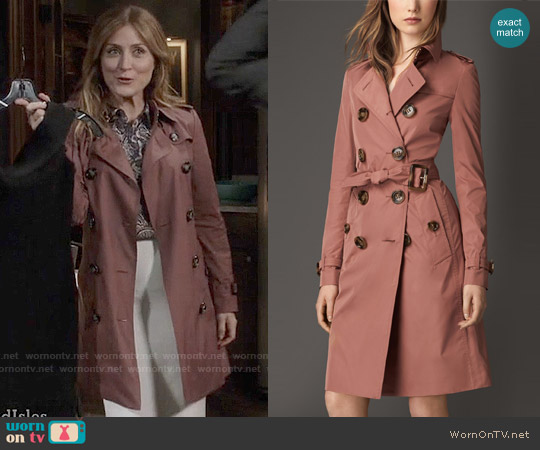 Burberry Showerproof Technical Trench Coat in Pale Redwood worn by Sasha Alexander on Rizzoli & Isles