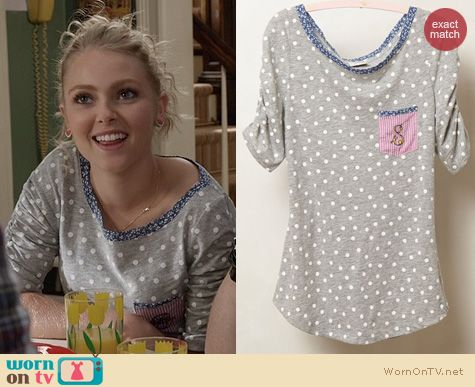 The Carrie Diaries Fashion: Anthropologie Monogrammed Pocket Tee worn by Carrie Bradshaw