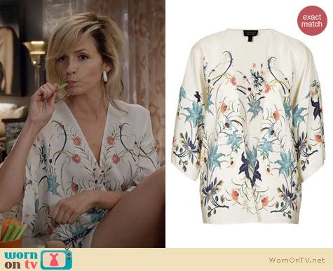 The Carrie Diaries Fashion: Topshop Floral Kimono worn by Lindsey Gort