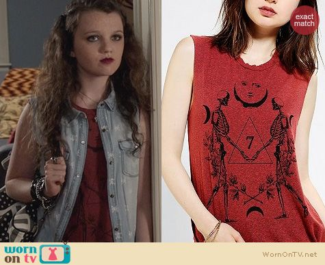 The Carrie Diaries Fashion: Truly Madly Deeply Cosmo Skeleton Muscle Tee worn by Dorrit Bradshaw