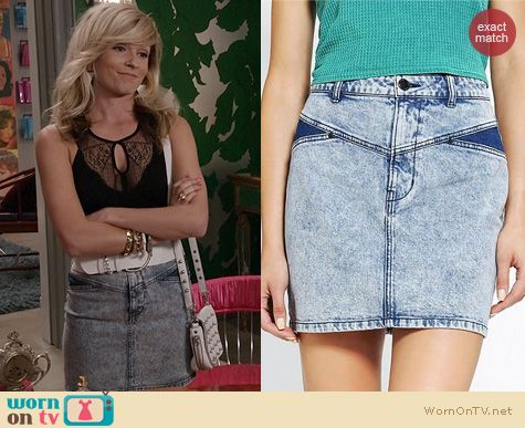 The Carrie Diaries Fashion: Urban Outfitters High Rise Acid Wash Skirt worn by Lindsey Gort