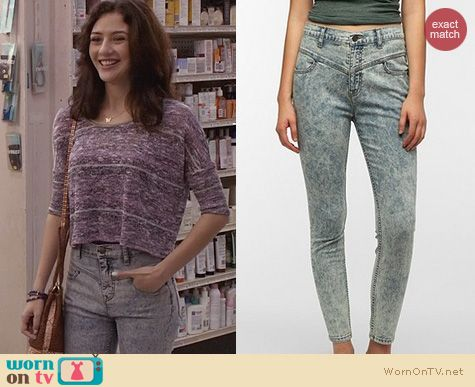 The Carrie Diaries Fashion: Urban Outfitters High Rise Seamed Jeans worn by Maggie Laners