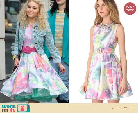 The Carrie Diaries Style: Alice + Olivia Lollie Belted Embellished collar dress worn by AnnaSophia Robb