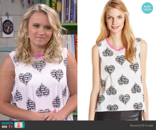 Chaser Skull Pie Muscle Crop Tee worn by Emily Osment on Young & Hungry