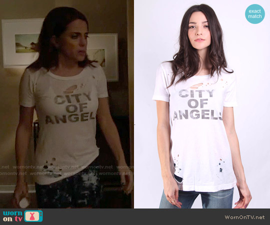 Chaser City of Angels T-shirt worn by Alanna Ubach on GG2D