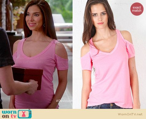 Chaser Cold Shoulder tee worn by Roselyn Sanchez on Devious Maids