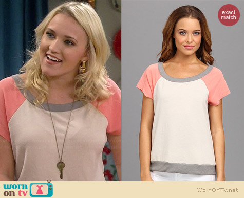Chaser Cutoff Baseball Pullover in Peach Moss/Lace worn by Emily Osment on Young & Hungry