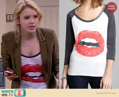 Chaser Glam Lips Baseball Tee worn by Taylor Sprietler on Melissa & Joey