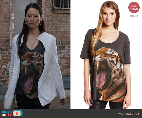 Chaser Jungle Cat Boxy Tee worn by Lucy Liu on Elementary