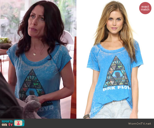 Chaser Pyramid Tee worn by Lisa Edelstein on GG2D