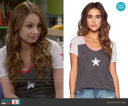 Chaser Stars Tee worn by Aimee Carrero on Young & Hungry