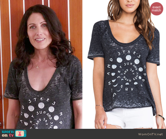 Chaser sun moon and stars tee worn by Lisa Edelstein on GG2D