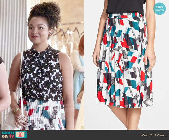 Classiques Entier Print Pleat Skirt worn by Beth on Chasing Life