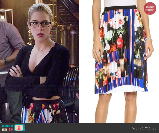 Clover Canyon Grecian Bouquet Pleated Skirt worn by Felicity Smoak on Arrow