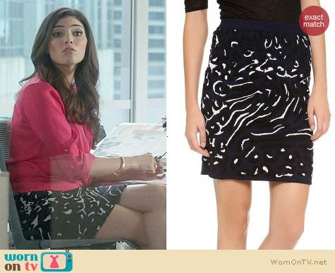 Club Monaco Breena Skirt worn by Amanda Setton on The Crazy Ones