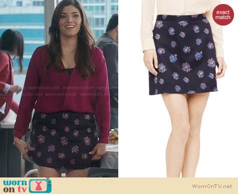 Club Monaco Camissa Floral Jacquard Skirt worn by Amanda Setton on The Crazy Ones