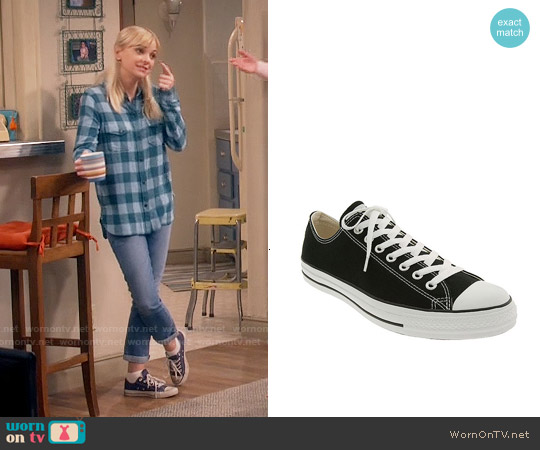 Converse Chuck Taylor Low Sneakers worn by Christy Plunkett on Mom