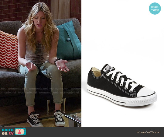 Converse Chuck Taylor Low Sneakers in Black worn by Josslyn Carver on Mistresses