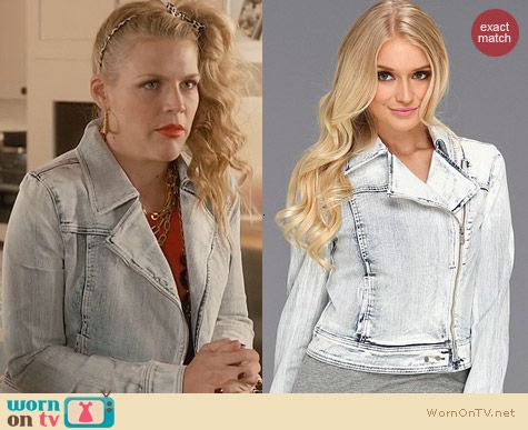 Cougar Town Fashion: Paige Brooklyn Denim Jacket in Snowfall worn by Busy Phillips