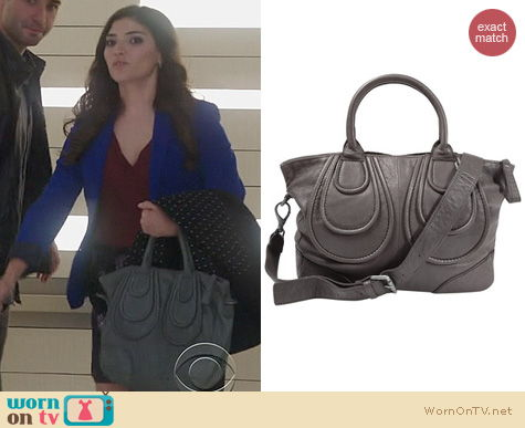 The Crazy Ones Bags: Liebeskind Helene bag in Grey worn by Amanda Setton