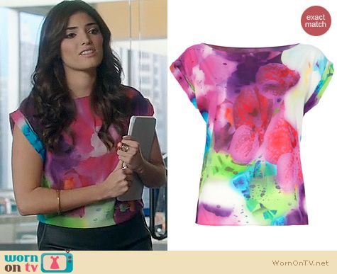 The Crazy Ones Fashion: Alice + Olivia Floral Blouse worn by Amanda Setton