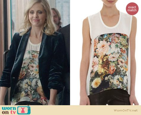 The Crazy Ones Fashion: Mason by Michelle Mason Floral Sleeveless Tee worn by Sarah Michelle Gellar
