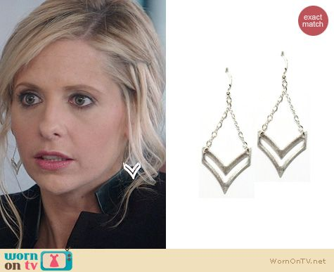 The Crazy Ones Jewelry: Brooklyn Designs Sloan Chevron Earrings worn by Sarah Michelle Gellar