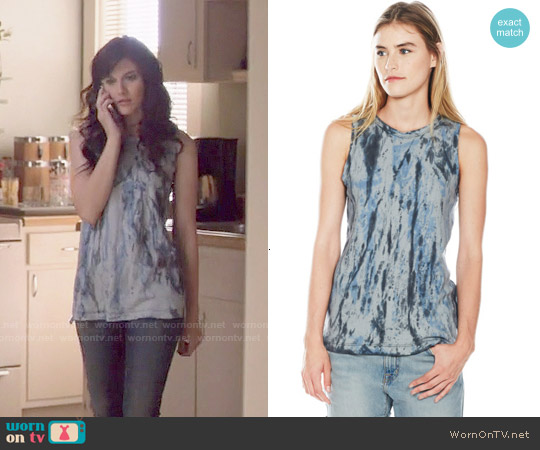 Current Elliott The Muscle Tee in Castle Dirty Desert worn by Aubrey Peeples on Nashville