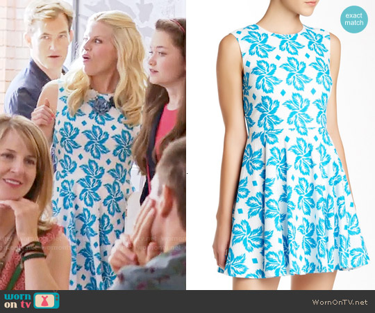 Diane von Furstenberg Jeannie Dress in Giant Leaf Floral Blue worn by Megan Hilty on GG2D