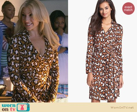Diane von Furstenberg New Jeanne 2 Dress in Spotted Hazelnut worn by Ari Graynor on Bad Teacher